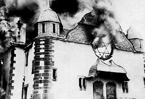 300px-burning_synagoge_kristallnacht_1938