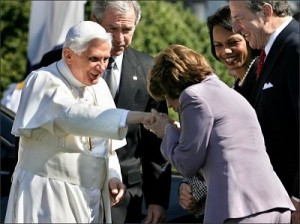 pope-ring-kiss