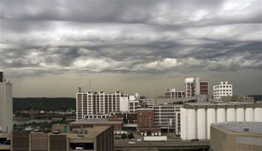 The strange clouds that suddenly come over the US city, a day in 2006