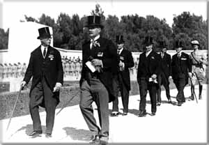 The British Lord Peel arrives in Israel in 1936