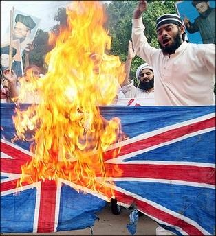 muslims-burn-british-flag