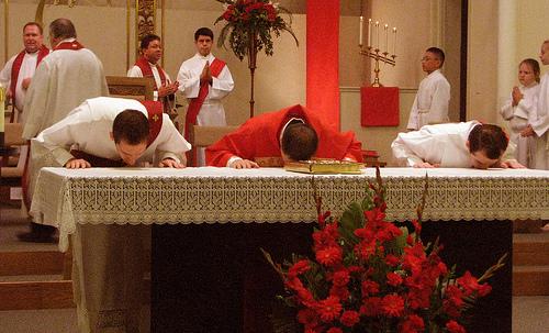 priest-kisses-altar
