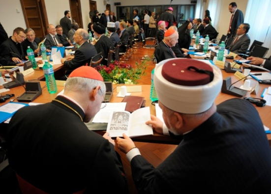 Interfaith gathering between Islam and the Vatican. Worshiping the same «god»