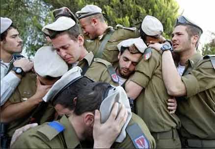 بكاء الجنود الإسرائيليون 2014 idf-mourning-casualty.jpg
