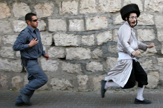 Jews tighting with Jewish police men is a display of disunity the enemies of Israel will use for all its worth.
