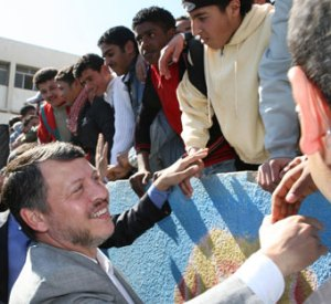 Jordans King Abdullah visits the Al Baqaa camp
