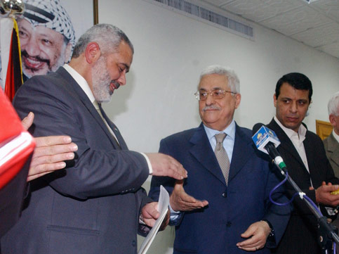 Hamas leader Haniyeh shaking hands with Abbas, as long as the money was distrubuted «correctly».