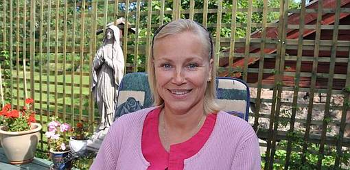 To believe in healing in certain stones will neiter save witch turned Pastor Regina Birkehorn, nor the flock she is pastoring