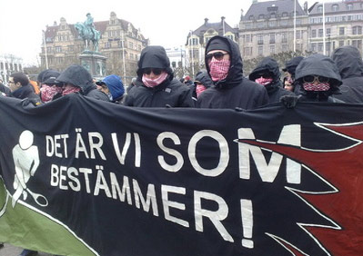 Muslims in the city of Malmø in Sweden with the banner: «Its we who are in charge».
