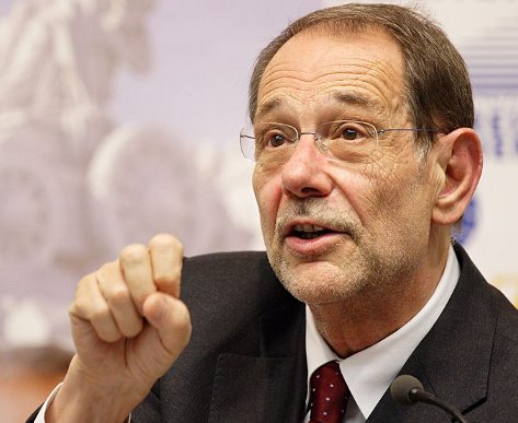 The Spanish EU Foreign Minister Javier Solana wants to jump start a two-state-solution at any cost