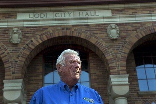 Lodi Mayor Larry Hansen do not want public hall prayers to Jesus.