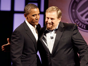 Pastor Rick Warren will be held accountable for letting a Muslim take oat as the US President holding his hand on a Bible.