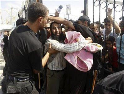 Desperat Gazans trying to get into Israel through the Eretz border crossing