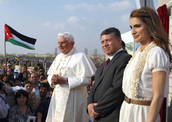 Queen Rania togehter with to other vocal voiced against Israel. The Pope and King Abdullah of Jordan