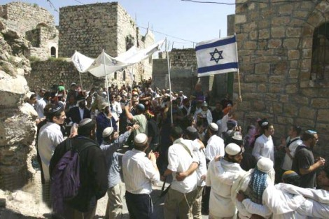 Jews at the tomb of the Patriarch´s during Purim in 2007.