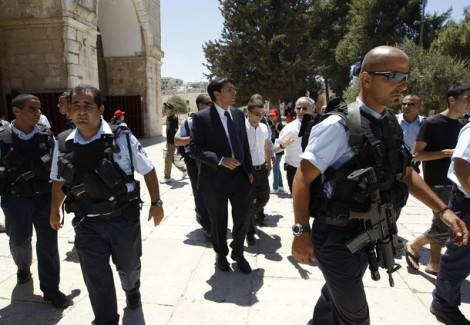 MK Danny Danon enters the Temple Mount with the risk of loosing his life.