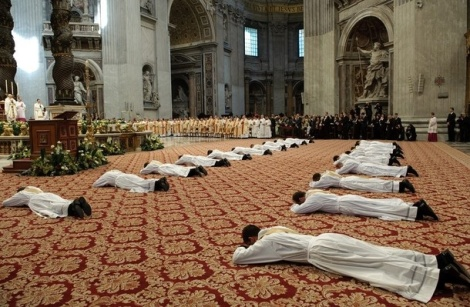 Many Catholic priests in Rome live a homosexual double life, claims Italian Magazine.