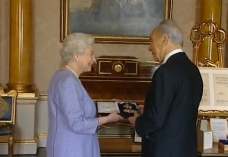 Shimon Peres became a knight of the Queen of England in November 2008.