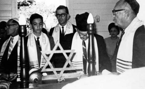 800 Jews escaped Nazi-Germany, and built a synagogue on the Dominican Republic.