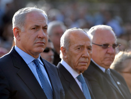 http://ivarfjeld.files.wordpress.com/2010/11/netanyahu-peres.jpg