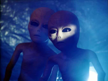 Scientists Warn the world of alien invasion. Aliens1