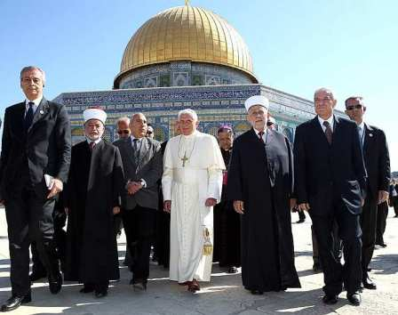 Image result for pope john paul visits the temple mount Arab flags