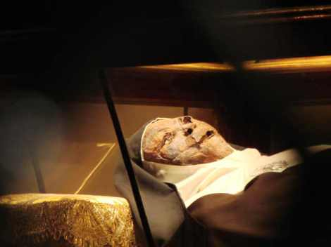 "A 600 year old corpse is kept for displayed in a ""Church"" in Sevilla in Spain."