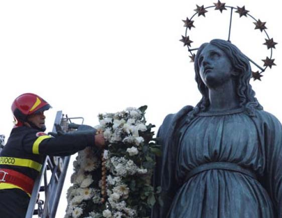 The fire department in Rome honor the Queen of Heaven on top of a pillar.