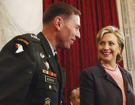 The foemer CIA boss and Hillary Clinton suggested a support of Islamic Jihad in Syria.