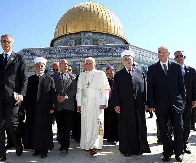 Islam and the Vatican tries to evict the Zionist control of Jerusalem, to be replaced by a special regime.