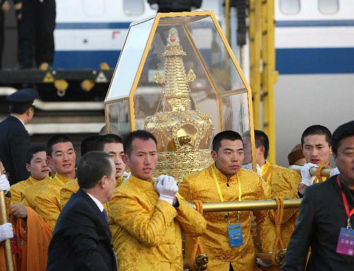 "The ""Holy"" tooth of Buddha returns to China after being on a tour."