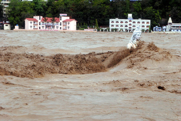 The monsoon targeted the idols, and killed hundreds of idol worshipers.