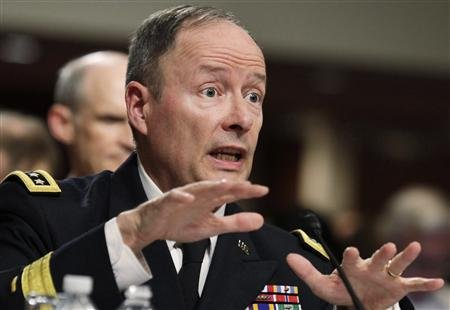 NSA-director Keith B. Alexanger has a hard time convincing the Americans about the need of his espionage on Americans.