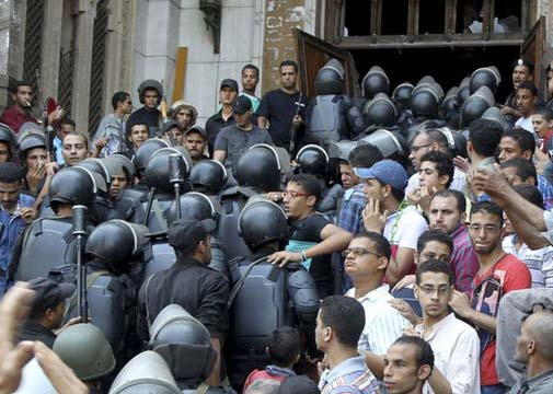 The military enter the mosque in Cairo, with secular Egyptians watching.