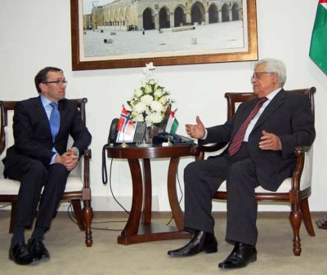 Espen Bart Eide has paid the salary for Holocaust denier Abu Mazen for many years.
