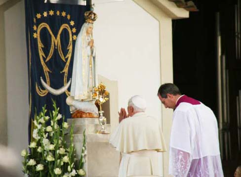 Pope Emeritus pray to a piece of wood at Fatima in Portugal.