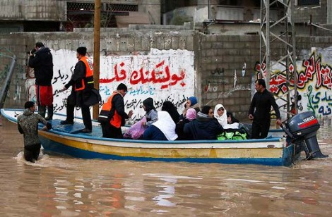 Israel help the victims of the recent flood in Gaza.