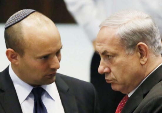 Naftali Bennet warns Benjamin Netanyahu that the present government will fall if Kerry gets his way.