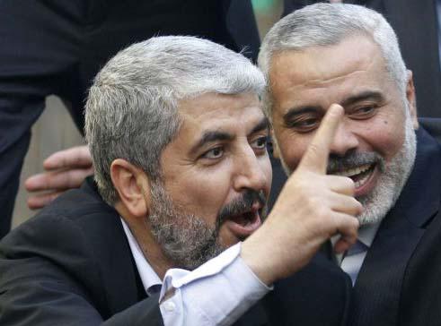 Khaled Mashaal rejoice with the PM of Gaza, Ismail Hanyet.