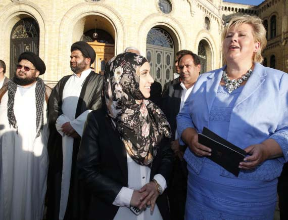 The Norwegian Prime Minister Erna Solberg join Norwwegian Muslims in protest against ISIL.