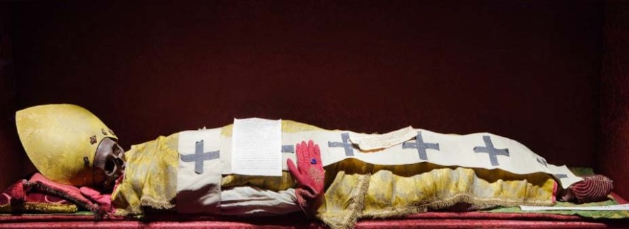Paul the first died, and was burried. It is not known who put on the red glove.