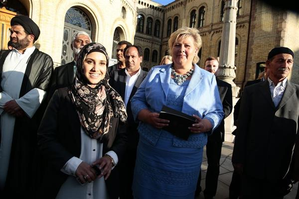 Norwegian PM Mrs. Erna Solberg hailed the supportes of Khomeiny by quoting from the Koran.