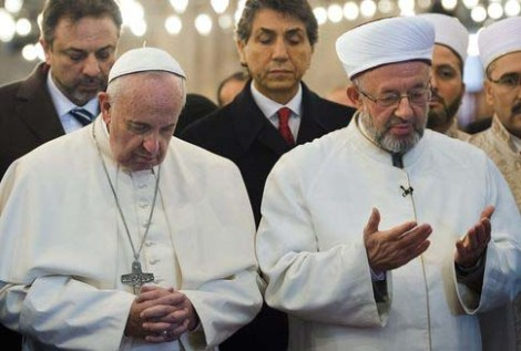 The Pope pray towards Mecca togehter with the Grand Mufti of Istanbul.