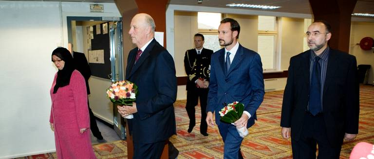 The Norwegian king and crown prince on an earlier visit to the Oslo Mosqe