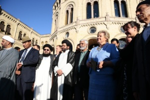 The PM of Norway Erna Solberg quoted from the Koran as she sided with the Imamas of Norway in front of the Parliamant.