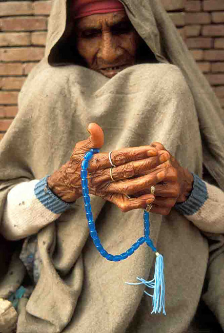 This Muslim using a chanhing prayer chain will not bring him closer to God.
