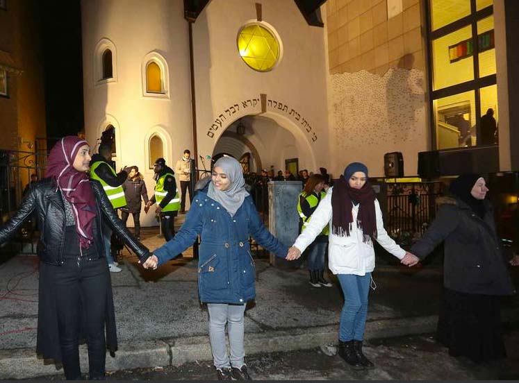 There Muslim girls do nto know what they are doing. They set a deadly trap for the Jews of Oslo.