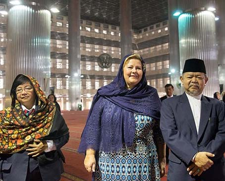 "Norwegian Prime Minster Erna Solberg hails the ""peace work"" of Muslims in Indonesia."