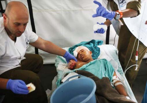 An Israeli doctor saves the life of an Nepalese. The IDF have send 250 resure workers.