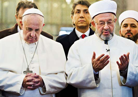 After reading from the Koran, the Pope and the Grand Mufti bow their heads and pray towards Mecca.